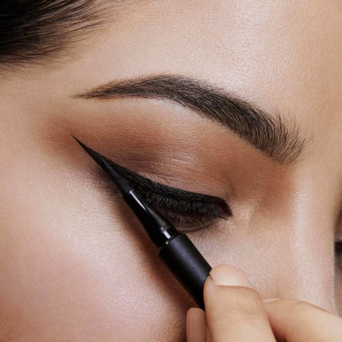 Master Precise Eyeliner Siyah